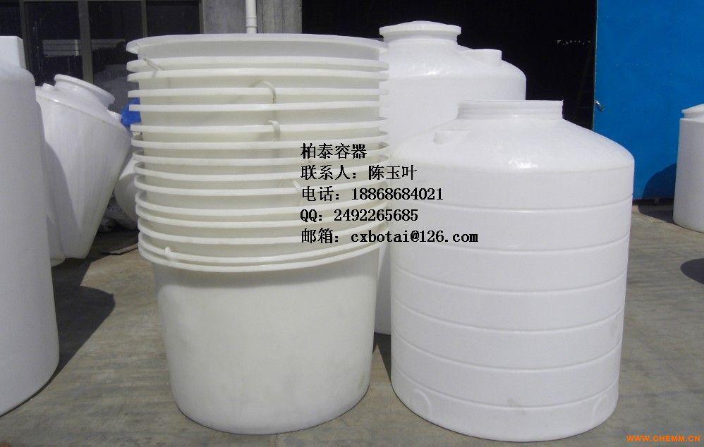 PE环保桶 储水桶 塑料桶 饲料桶也叫泡菜桶,圆桶,腌制桶,清洗桶/漂染桶,选用韩国顶级进口食品级PE原料滚塑一次成型而成。圆桶颜色有白、黑、蓝、绿、黄、红、橘黄、橙色 等,主要型号有25L到5m³腌制桶,圆桶为圆柱立式平底敞口设计,底小口大,方便搬运、堆叠存放。圆桶无焊缝、一次成型、耐酸碱、耐碰撞、耐高温(80)、耐冷冻(-30)、内外光滑、抗强震、防紫外线照射,符合食品卫生要求,能给提供食品级检测报告等相关证明。使用寿命长、不长青苔易清洗、移动方便,具有安全便捷、无需维修等优点。圆桶,清洗