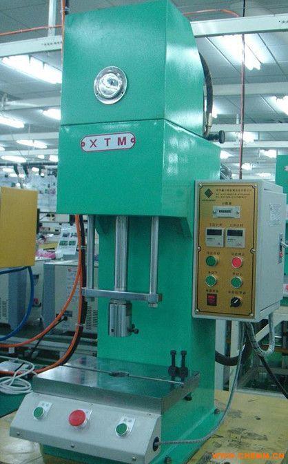 单柱液压机图片