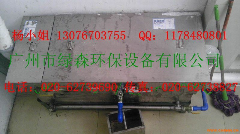 技术特点 1 、利用油水的密度差采用流体动力学原理,结合旋液离心分离法对含油污水进行处理而设计的旋液分离器,其处理效率是沉降(浅池原理)分离的几十倍。 2 、将液体射流技术有机的应用于设备中,利用液体传质技术推动并加速细小油粒的上浮速度。与旋液分离技术有机组合,不受进水含油量的浓度变化影响,出水水质稳定。 3 、采用特殊工艺压制而成的不锈钢 W 型波纹板聚结器。具有 均匀布水、增长污水流动距离、缩短油粒上浮距离、增大油滴的聚合机率、加速油水聚合分离的时间,可确保后续分离效果的稳定。 4 、采用一种特殊工艺