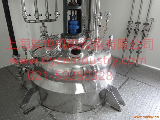 反应釜有物理或化学反应的容器,通过对容器的结构设计与参数配置,实现工艺要求的加热、蒸发、冷却及低高速的混配功能。 根据不同的生产工艺、操作条件等不尽相同,反应釜的设计结构及参数不同,即反应釜的结构样式不同,属于非标的容器设备。反应釜广泛应用于石油、化工、橡胶、农药、染料、医药、食品等生产型用户和各种科研实验项目的研究,用来完成水解、中和、结晶、蒸馏、蒸发、储存、氢化、烃化、聚合、缩合、加热混配、恒温反应等工艺过程的容器。