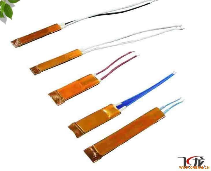是一种表面绝缘的新型PTC发热芯,在普通的PTC发热片两侧安装上一对带引线的金属电极即可成为多用途的PTC发热芯,也可在金属电极的外表套上绝缘黄纸。结构简单,绝缘强度高,安全可靠,可持续发热功率稳定,使用电压范围广。
