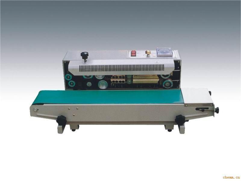 该系列封口机采用电子恒温控制和无级调速传动系统,具有自动连续封口,其封口长度不受限制,一次完成之功能。印字封口机在封口的同时打印生产日期,换字方便.。用于单层薄膜几及个各种复合薄膜的封口、制袋,广泛用在食品、制药、种子、化工、轻工等部门。