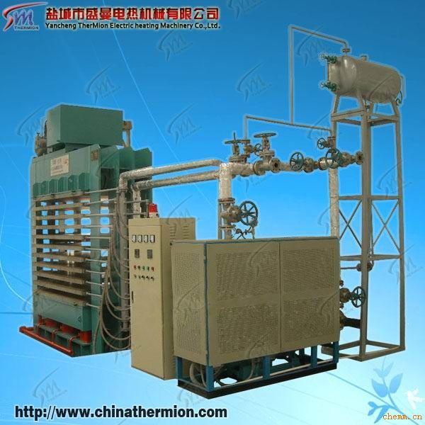一.原理:导热油炉是一种新型的特种锅炉又称导热油炉,具有低压、高温工作特性,其供热温度可达到液相340或汽相400度。凡是需要均匀稳定地加热,且不允许火焰直接加热的工艺加热温度在150-380之间的各种生产场合中都可以采用有机热载体供热。有机热载体炉一般以煤、油、汽为燃料,以导热油为介质,利用热油循环油泵强制介质进行液相循环,将热能输送给用热设备后再返回加热炉重新加热,具有在低的压力下获得高的工作温度,并且能对介质运行进行高精密控制工作。系统热利用率高,运行维修方便,是一种安全、高效、节能的理想首选供热设